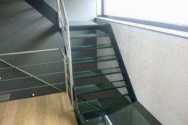 Glazen trap zwart