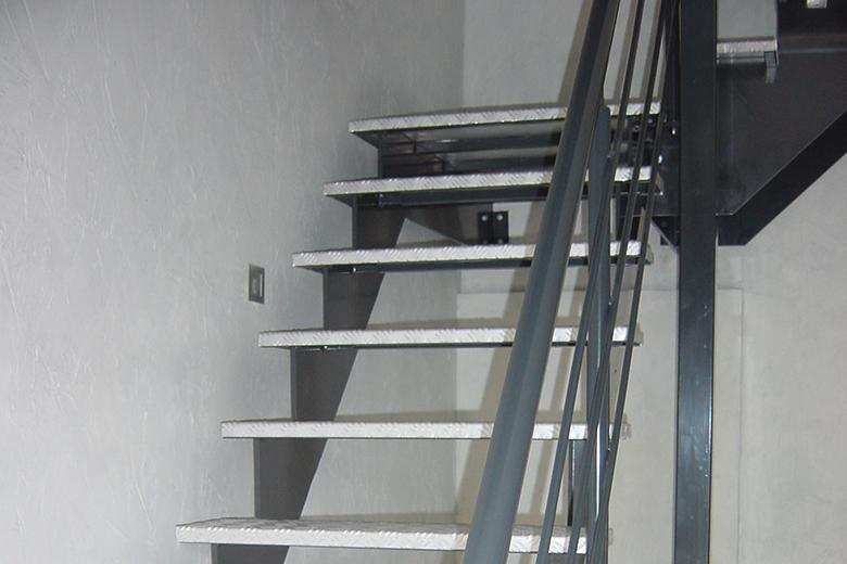 Nieuw Stalen trap met traanplaat - FE2 QI-87