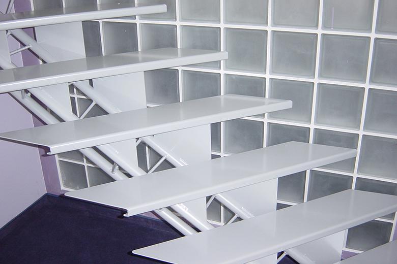 Stalen trappen fe trappen ontwerp productie plaatsing